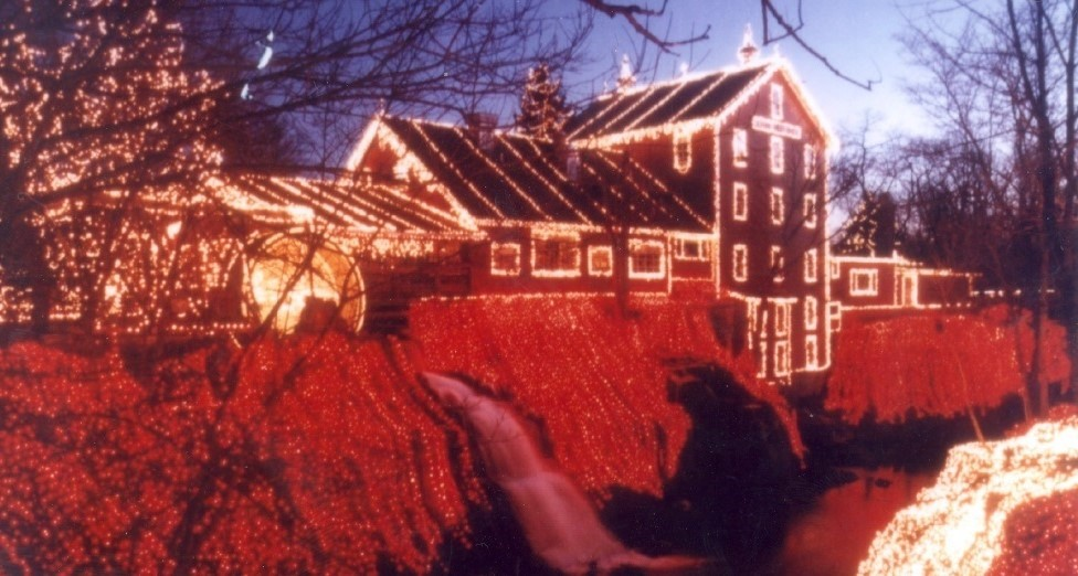 Legendary Lights of Clifton Mill Are Merry, Bright, and Amazing