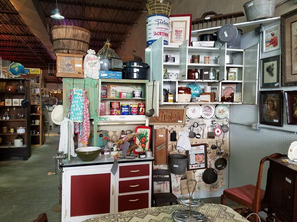 Coonpath Road Antique Mall Vendor 620 – Hollidays Vintage Emporium