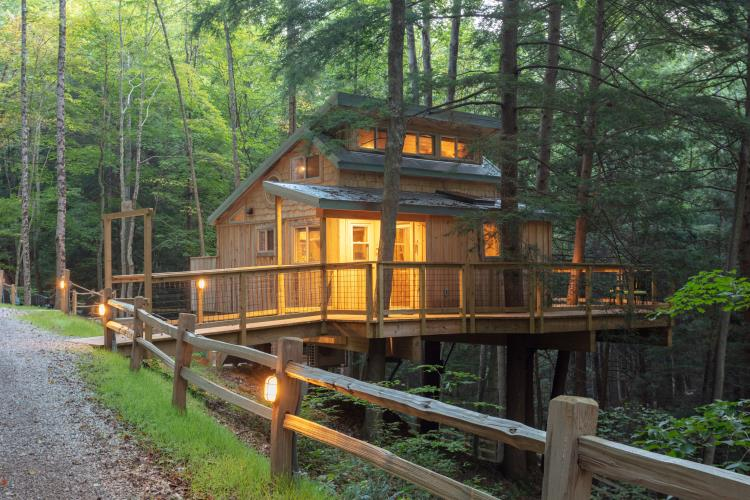Hocking Hills Treehouse Cabins