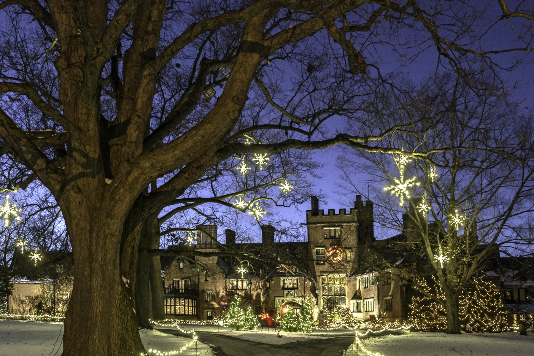holiday decorations exterior stan hywet hall and gardens akron ohio